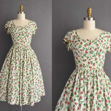 1950s vintage dress | Vicky Vaughn Red & Green Floral Print Scallop Trim Linen Full Skirt Summer Dress | XS Small | 50s dress by simplicityisbliss