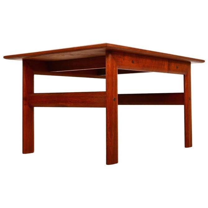 Scandiline Danish Modern Teak Side Table 1960s by AMBIANIC