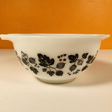 Pyrex Black and White Gooseberry #441 Mixing Bowl by CoolCatVintagePA