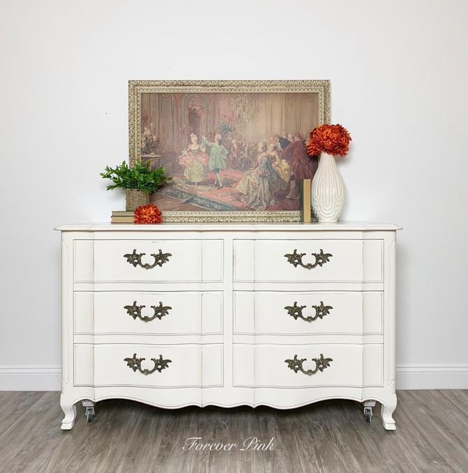 Vintage French Provincial Six Drawer Dresser by ForeverPinkVintage