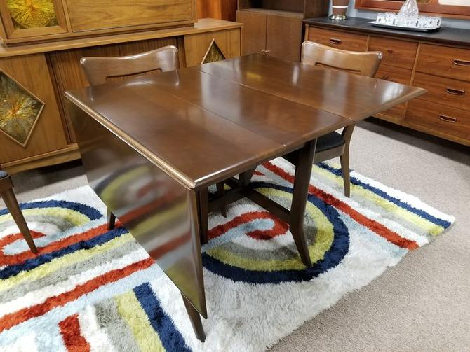 Mid-Century Modern dropleaf dining table by Heywood Wakefield with two additional extensions