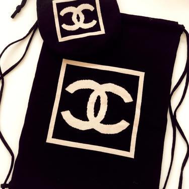 Vintage CHANEL CC Logo Knit Pouch Purse Drawstring Bag Medium size!! - Black Beige by MoonStoneVintageLA