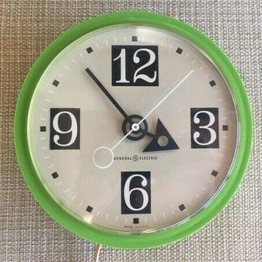 VINTAGE GENERAL ELECTRIC AVOCADO KITCHEN WALL CLOCK 1960s MOD# 2162 WORKS! green