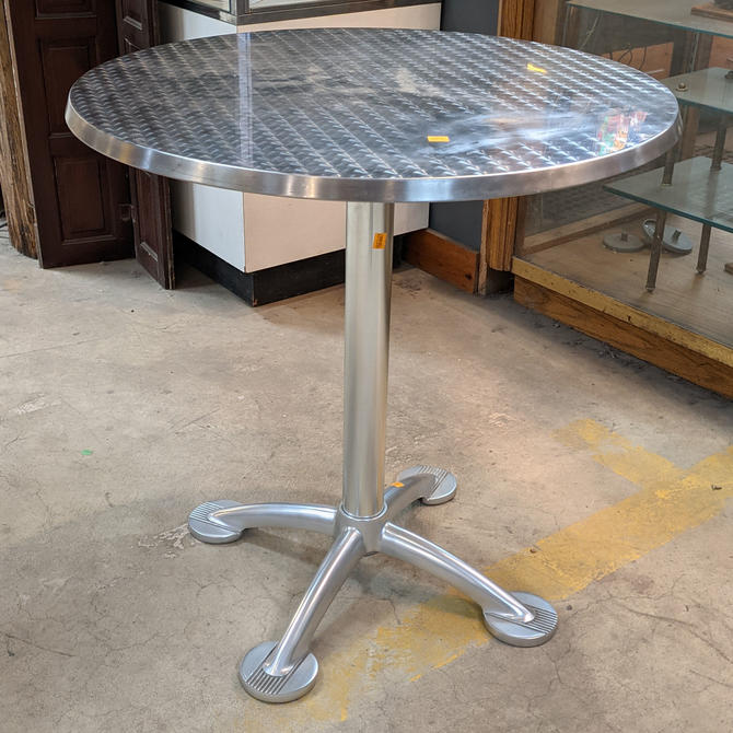 Pensi Table by Knoll