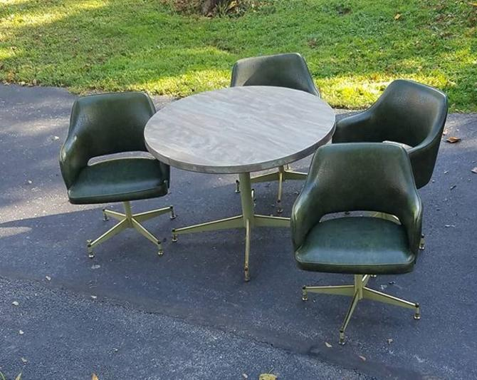 SOLD. Fashionable Avocado Green 1960s 5 Piece Dinette Ensemble with Leaf made by Brody,