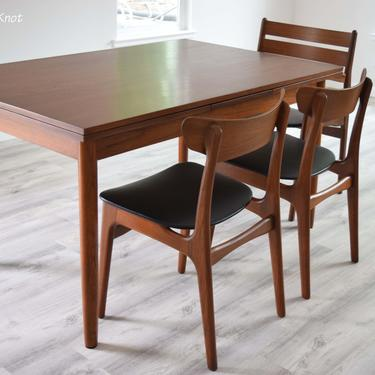 Mid Century Modern Dining Table With 2 Leaves Extensions