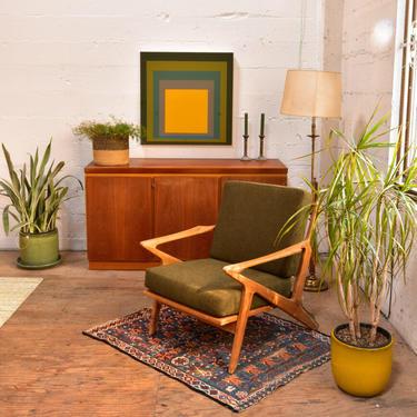 Stockholm Chair – Dark Green Cushion