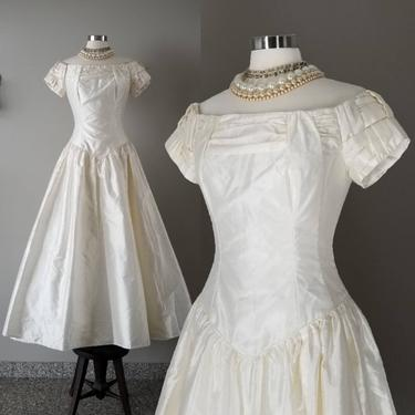 Vintage Ivory Bianchi Wedding Gown, Size 8 / Off the Shoulder Regency Bridal Gown / Full Luminous Ball Gown / Birthday Princess Prom Dress by SoughtClothier