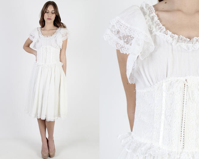 White Gunne Sax Dress With Waist Corset Vintage 1970s White Boho Wedding Dress Solid Color Full Skirt Renaissance Fair Plain Midi Mini Dress by americanarchive