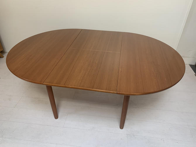 Mid-Century Modern Butterfly Leaf Teak Dining Table, Danish Design by XcapeVintage