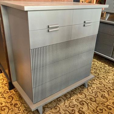 """Gray painted mid century chest of drawers. 5 drawers. 38"""" x 20.5"""" x 42"""""""