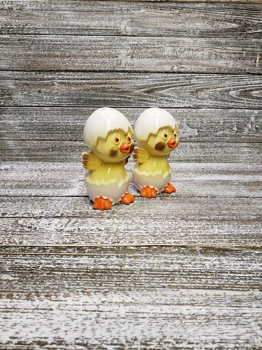 Vintage Baby Chicks Salt and Pepper Shakers, Easter Salt & Pepper Set, Yellow Hatching Chicks Farm Animal Salt n Pepper, Vintage Kitchen by AGoGoVintage