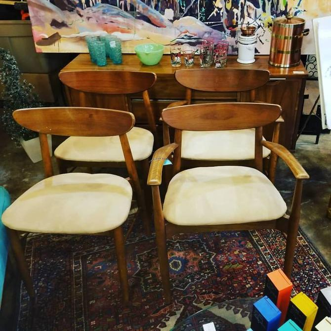 Set of 4 Mid Century Modern dining chairs. $225