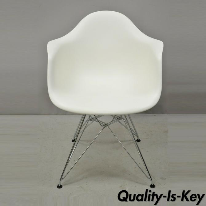 Herman Miller Eames DAR White Plastic Shell 2010 Arm Chair Metal Wire Base