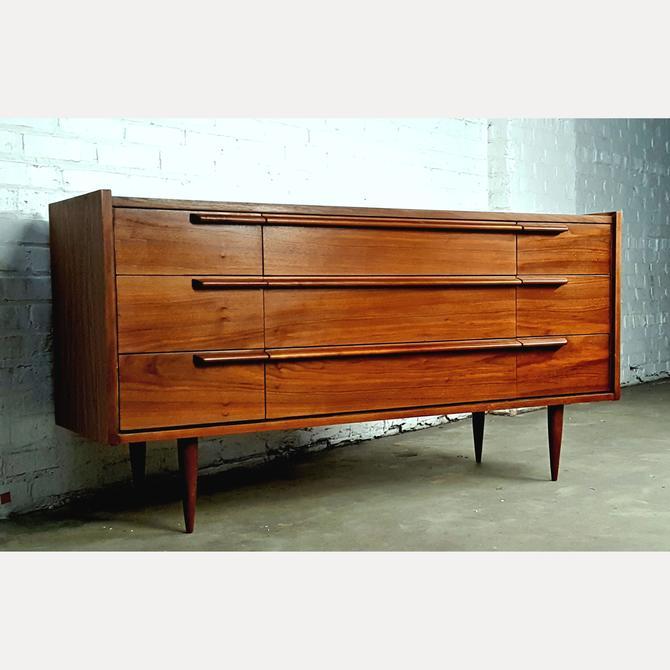Sleek Mid Century Danish Modern Credenza Dresser
