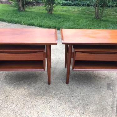 Danish Modern teak nightstand side table by Arne Vodder by DanishGarage