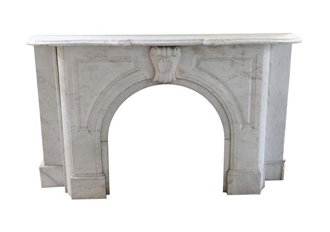 1890s Arched Carrara Marble Mantel with Seashell Keystone