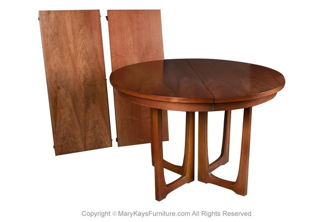 Mid Century Broyhill Brasilia Extendable Round Pedestal Base Dining Table by Marykaysfurniture