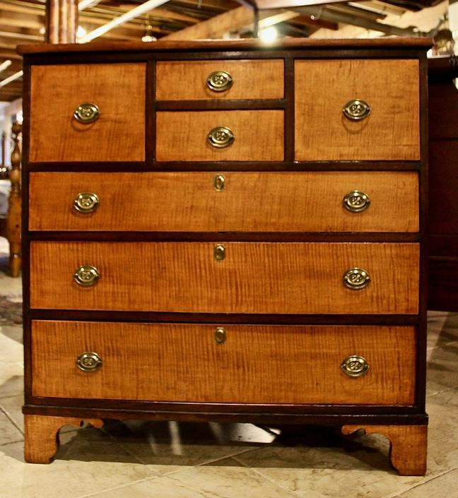 Early 19th Century Bonnet Chest in Pine and Tiger Maple