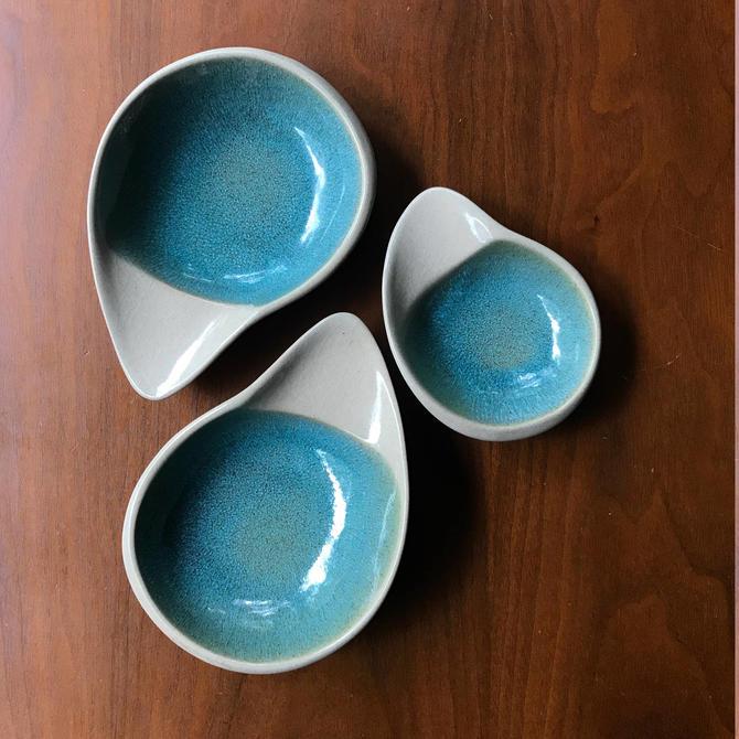 Fong Chow Aqua Stoneware Glidden 182 183 Bird Beak Dish Set 3 Vintage Mid-Century Modernist FO Pottery Ceramic by BrainWashington
