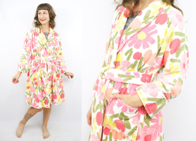 e2d7231208 Vintage 70's Pink Floral Terrycloth Robe / 1970's Groovy ...