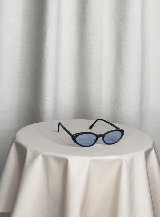 Vintage Y2K Cat-Eye Sunglasses with Blue Lenses