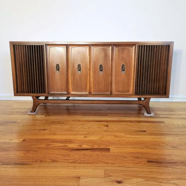 Mid Century Zenith Console Stereo, Model X940 by ProRefineFurnishings