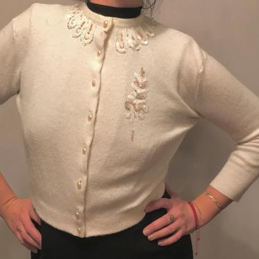 1950s White Beaded Preppy Sweater Cardigan    Pearl Buttons and Floral Beading    Rockabilly/Pinup    Size S/M by CelosaVintage