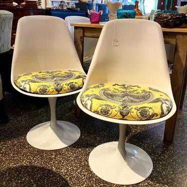 """White tulip style swivel chairs. 32"""" tall 19.5"""" wide, seat height 18"""". 4 available."""
