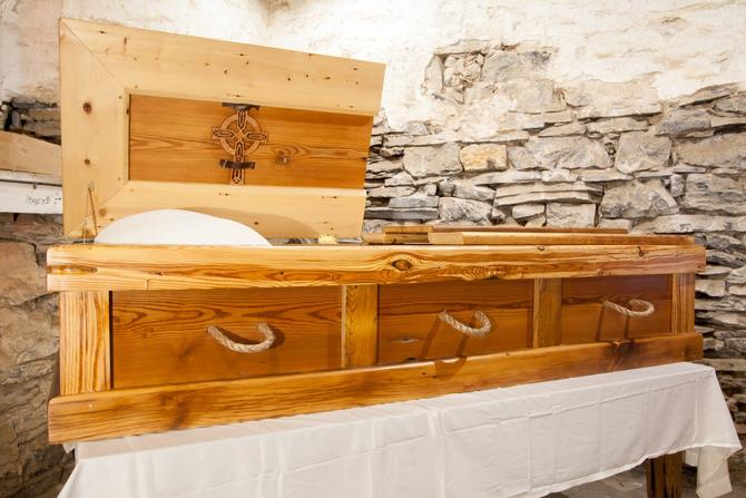 Free Shipping - Reclaimed Knotty Pine Casket with Rope Handles by BarnWoodFurniture