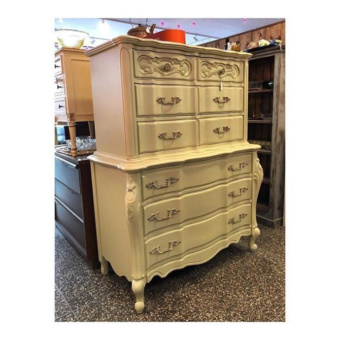 Sage French Provincial Chest of Drawers //