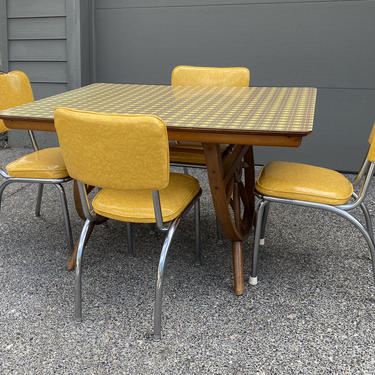 Set Mid Century 1940s California Ranch Wagon Wheel Kitchen Table and 4 1950s Vinyl and Chrome Dinette Chairs by DesertCactusVintage