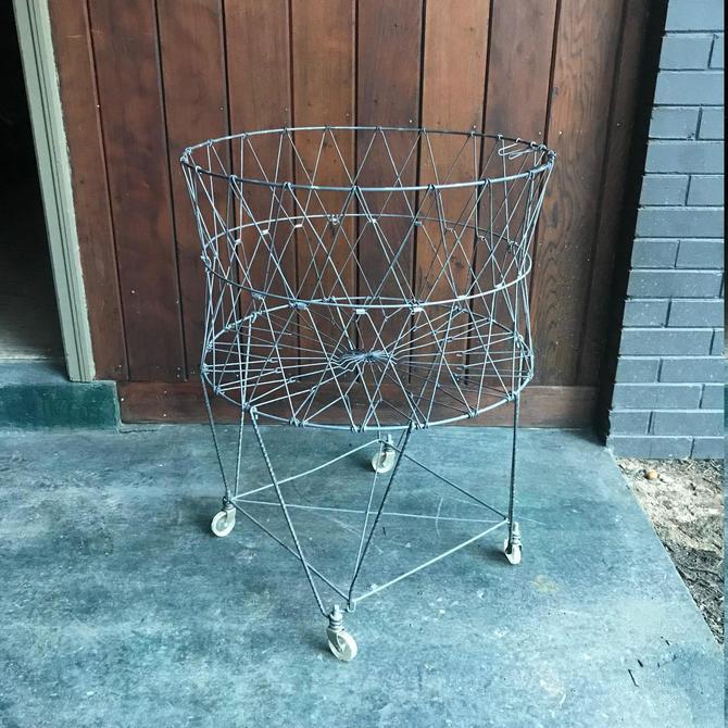 Vintage 1950s Laundromat Rolling Folding Wire Laundry Basket Bin ...