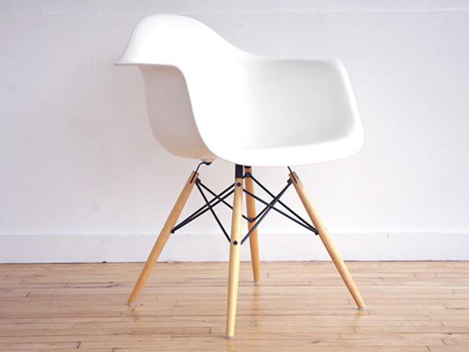 Herman Miller White Fiberglass Chair