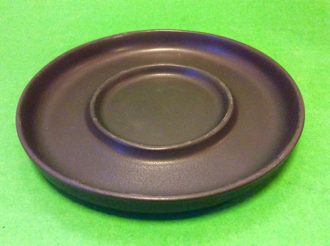 MCM Bennington Potters Bennington Pottery Black Saucer Plate 1365C by nauhaus