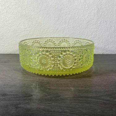 """Vintage Nanny Still, Riihimaen Lasi Oy, Yellow uranium/vaseline pressed and blown glass bowl in the """"Grapponia"""" pattern, Made in Finland by PKFlamingoVintage"""