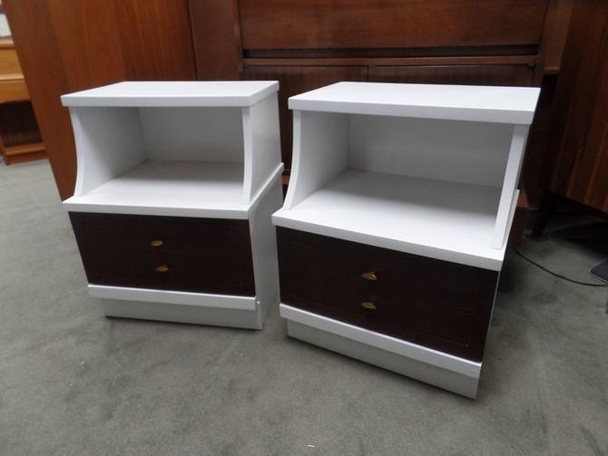 Pair of Mid-Century Modern white and walnut nightstands