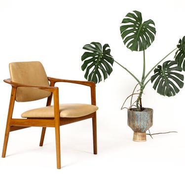 Danish Modern / Mid Century Teak Arm Chair — Folke Ohlsson for Dux — Tan leather by atomicthreshold