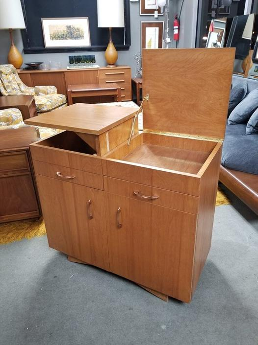 Mid-Century Modern bar / entertainment cabinet