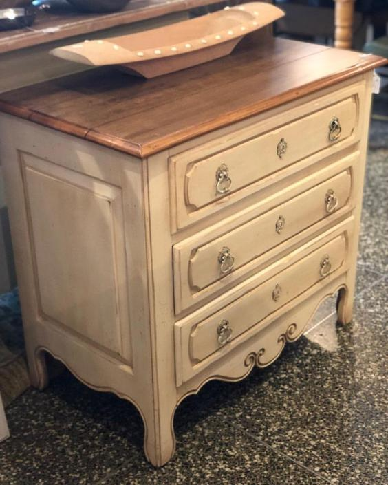 Cute lil country chest with 3 drawers! $225