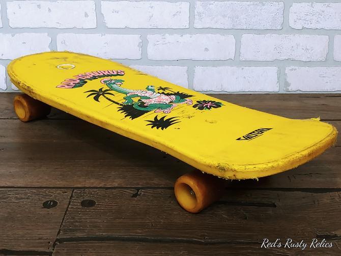 Vintage Yellow Valterra Rad-Isaurus Dinosaur Skateboard by RedsRustyRelics