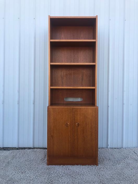 Scandinavian Modern Teak Shelving Unit w Cabinets