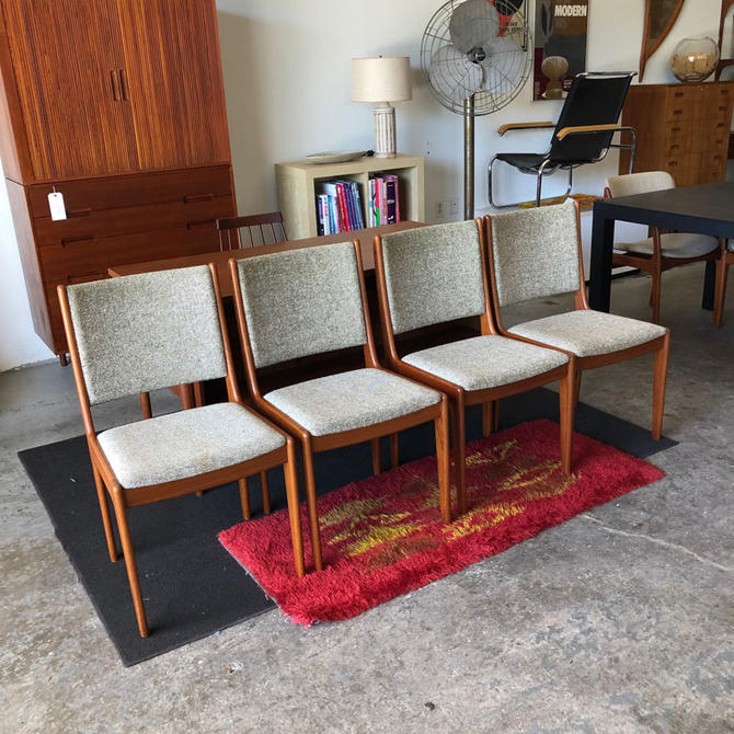 HA-C8466 Set of Four Teak Dining Chairs