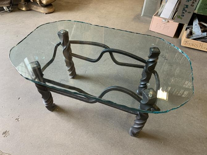 Glass top coffe table with steel base