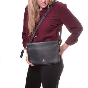 1980s Carriage Court vintage crossbody leather bag / medium size soft green leather purse / shoulder strap handbag by DressingVintage