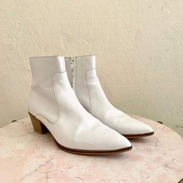 vintage leather winter white boots //  size 39 ankle booties by HarlowsVintage