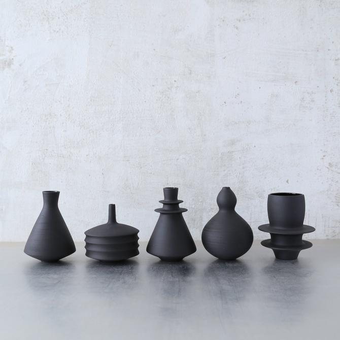 SHIPS NOW- 5 black stoneware mini vases- unglazed raw black clay bud vases by sarapaloma. by sarapaloma