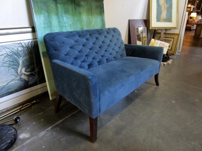 BLUE VELVET TUFTED LOVE SEAT