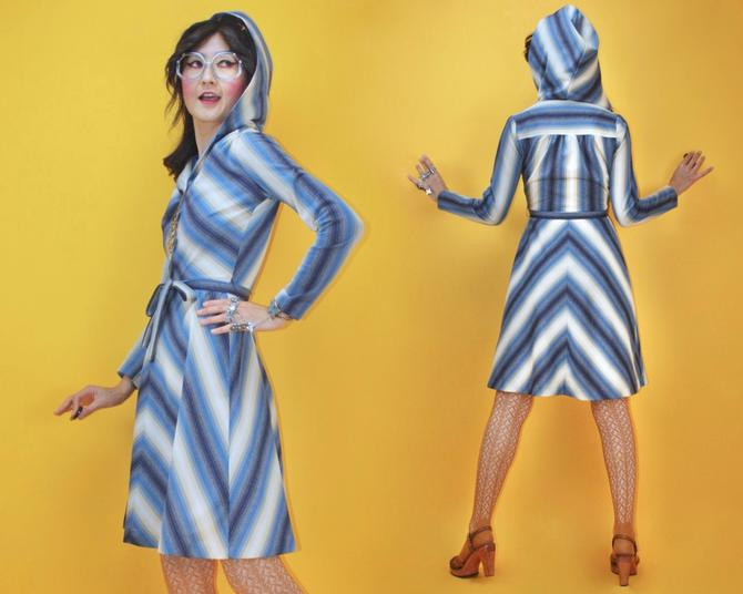 Vintage 1970s Blues Ombré Chevron Hoodie Dress / SZ S / 70s Boho Glam Hippie Mod Geometric Hooded Mid length Dress Alley Cat Vibe Style by TheeAppleBoutique