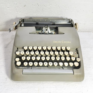 1958 Smith Corona 5C Clipper Portable Typewriter with Case, Locking Key, New Ribbon, Owner's Manual by Deco2Go